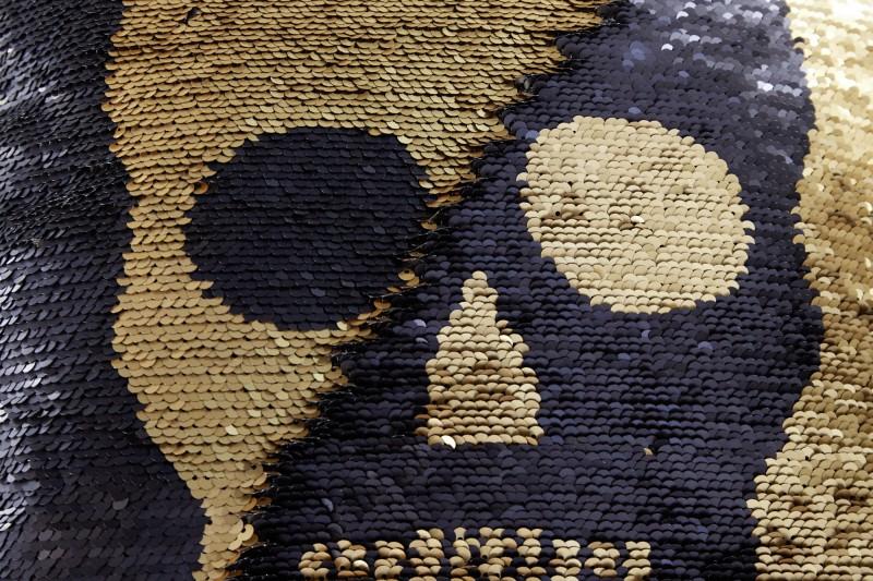Polštářová flitrová lebka zlatá černá / 39221